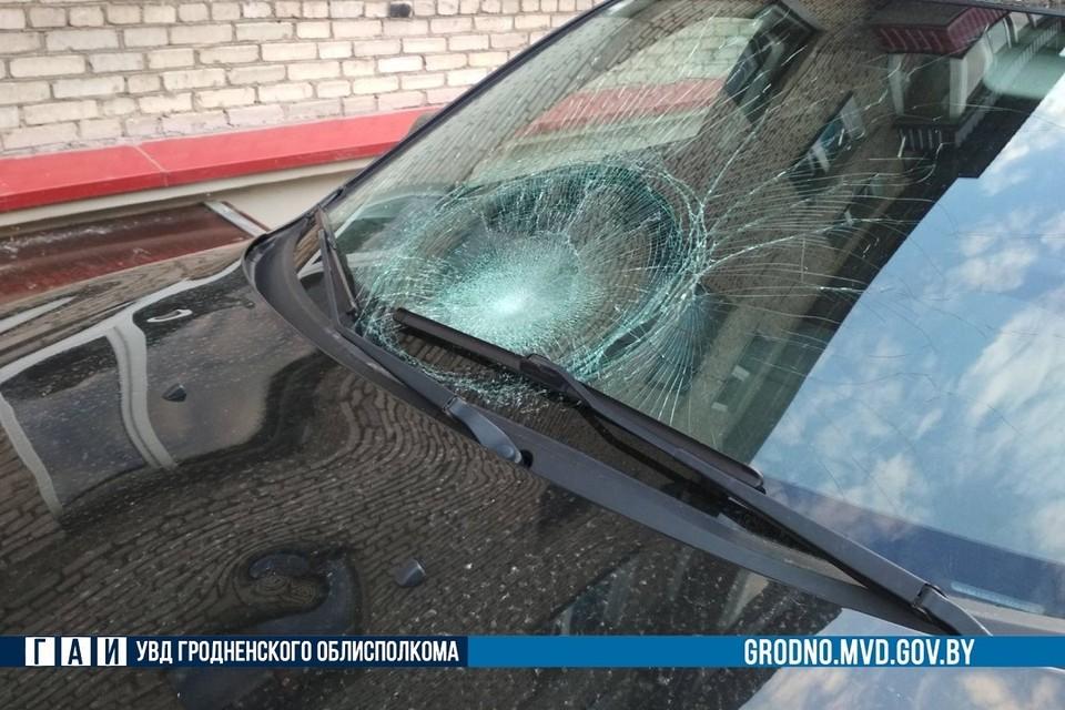 Гродненка выехала на тротуар, где сбила 17-летнего парня. Фото: ГАИ Гродно.