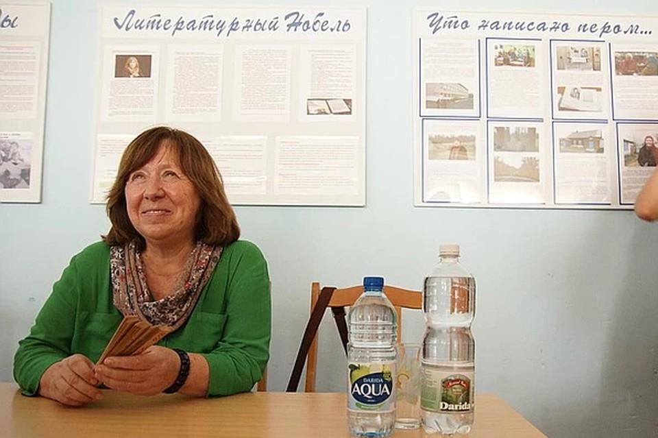 Светлана Алексиевич заявила, что будет голосовать за Тихановскую