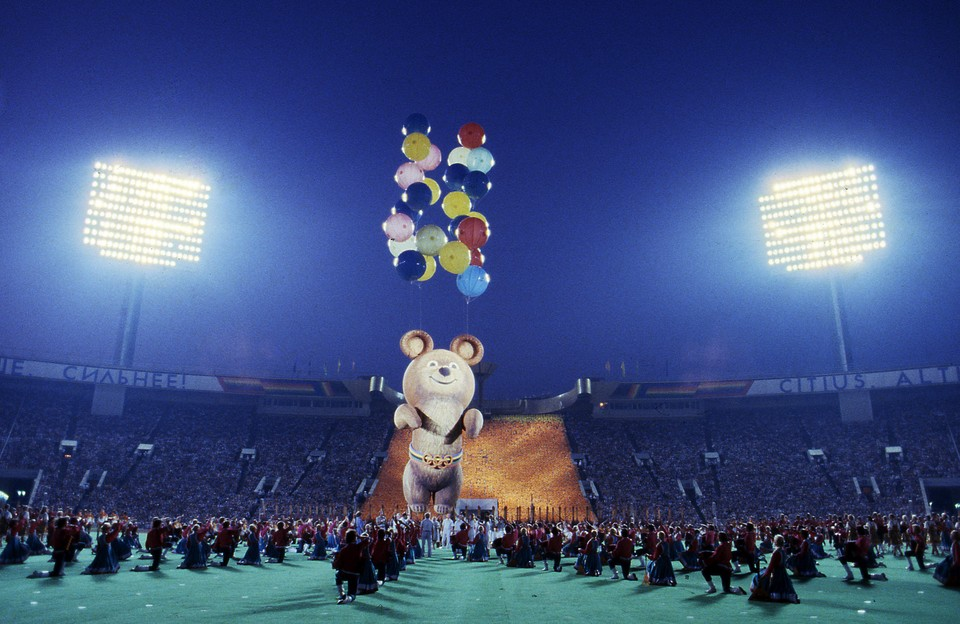 Во время церемонии закрытия Олимпиады в Москве, август 1980 года.