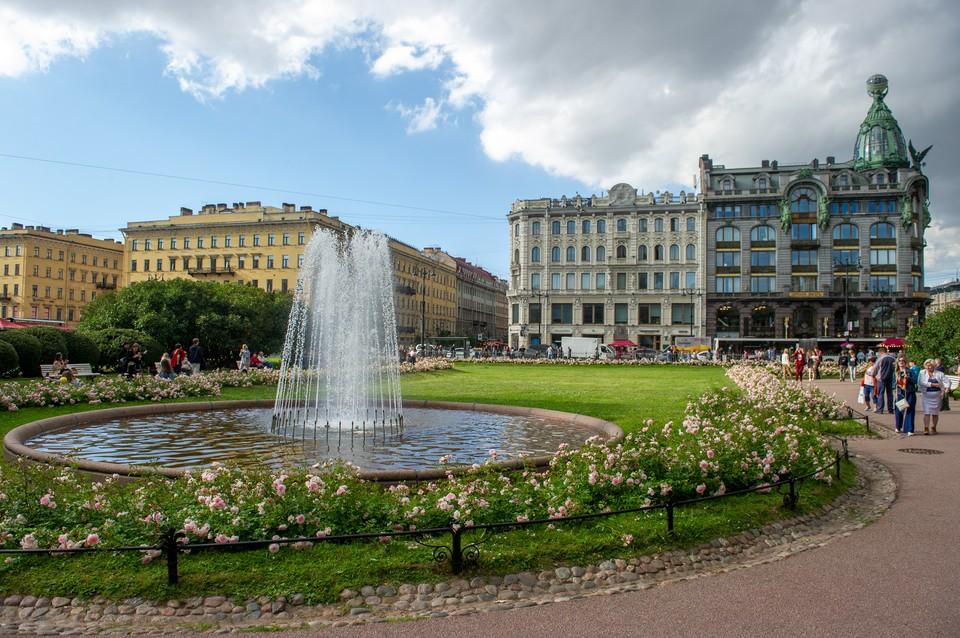 В пятницу в Петербурге будет тепло и немного дождливо.