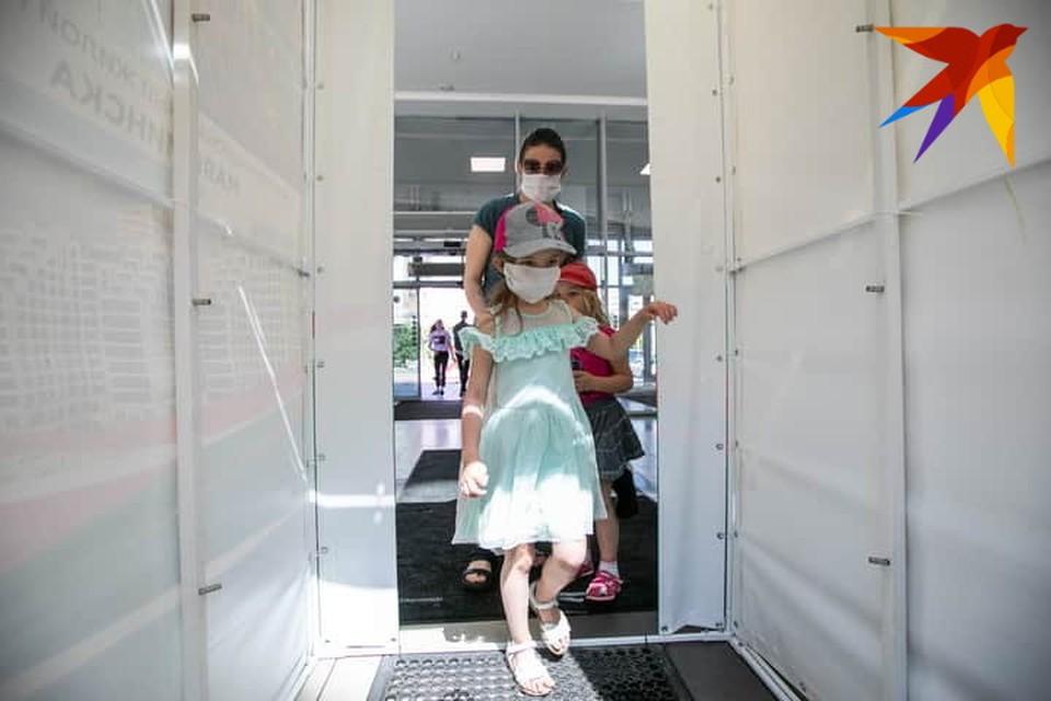 Коронавирус в Беларуси, последние новости на 27 июля 2020 года: прогнозы на вторую волну коронавируса министра здравоохранения Беларуси и новые отмены массовых мероприятий в Европе.