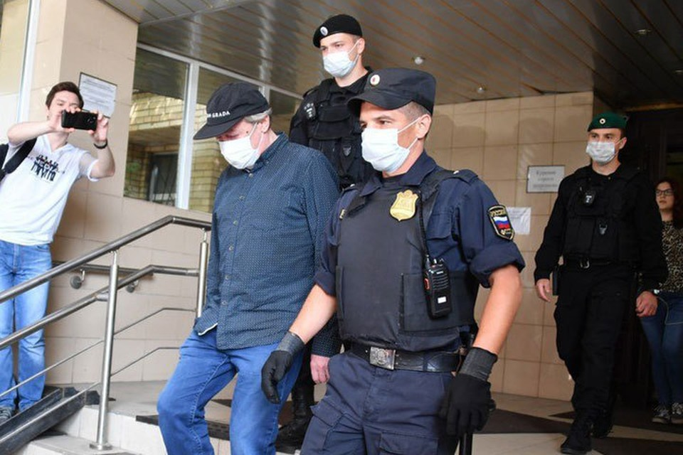 Предварительное слушание по скандальному делу о смертельном ДТП с участием Михаила Ефремова вызвало небывалый ажиотаж