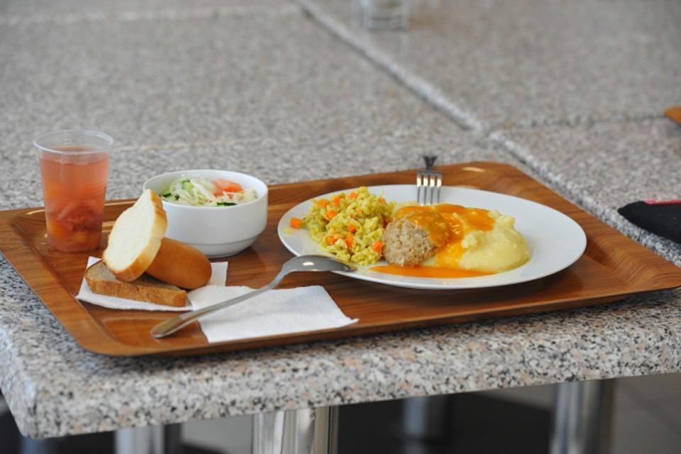 Бесплатное горячее питание положено всем ученикам младших классов.