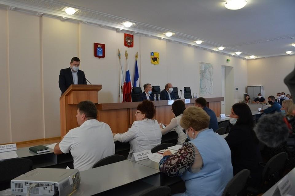 На совещании в администрации Энгельсского района обсудили борьбу с сорняками. Фото администрации