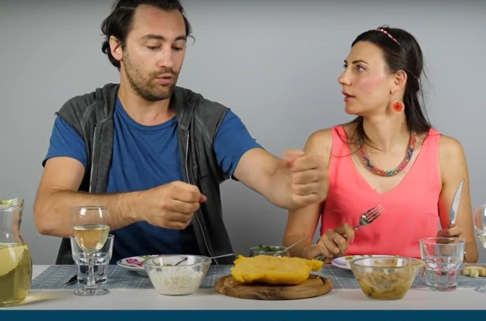 Итальянцы признались, что готовы есть мамалыгу ведрами. Фото: скриншот видео