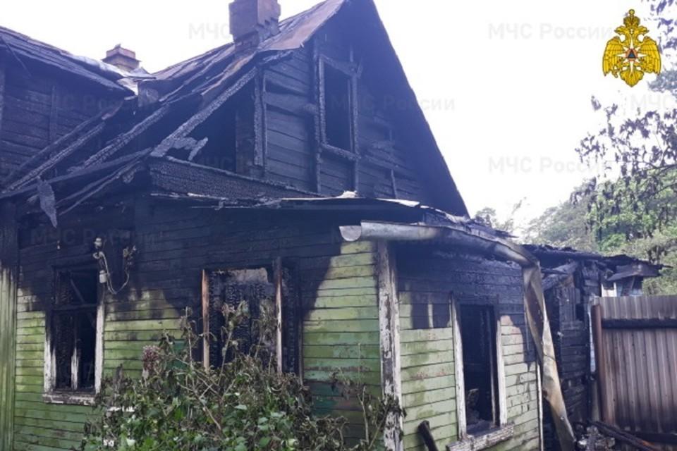 Дом в Песочном сгорел из-за сигареты. Фото? ГУ МЧС по СПб