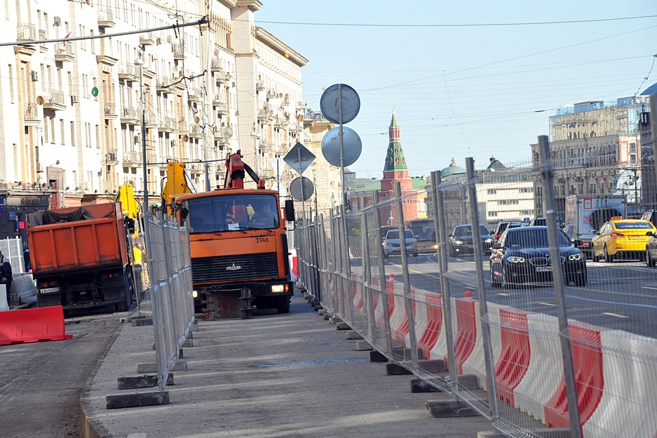 На Тверской работали более 2,2 тысяч специалистов и более 1350 единиц различной техники
