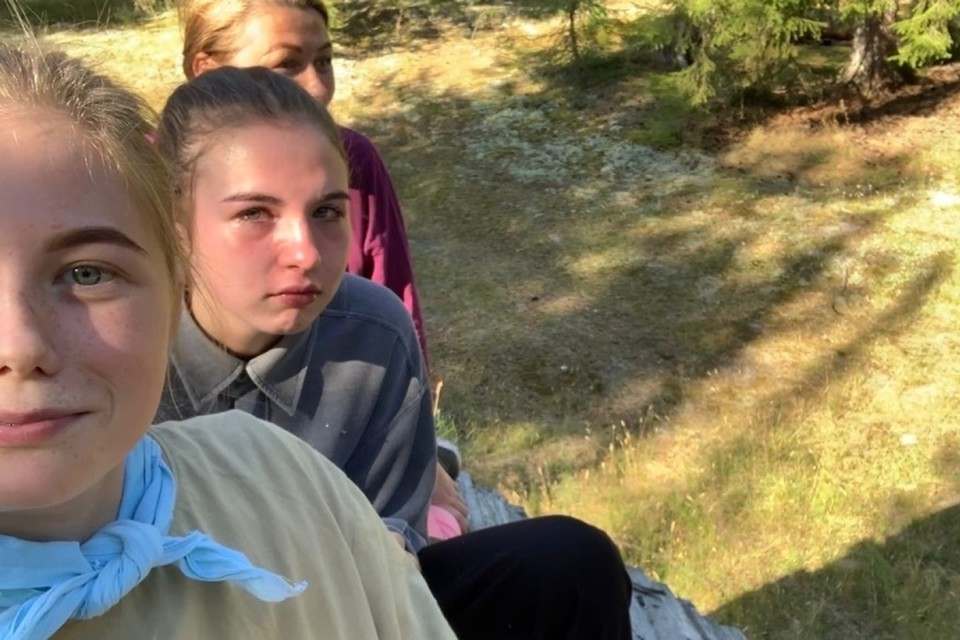 Спасаясь на крыше навеса от медведя, 16-летняя Лиза мужественно делала селфи. Фото героини материала.