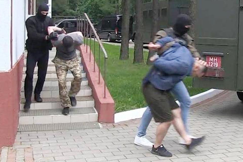 """Россиян обвинили в """"приготовлении к участию в массовых беспорядках"""" и подшили к делу местных оппозиционеров"""