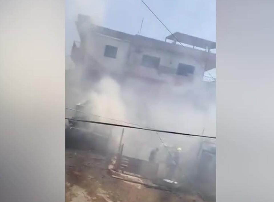 Пожар произошел в полуразрушенном здании