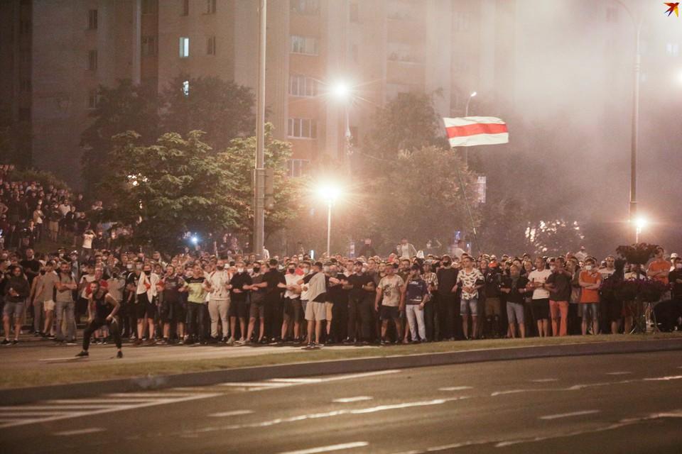 Во время уличной акции 10 августа погиб один из протестующих. Неустановленное взрывное устройство взорвалось у него в руке. Фото с акции протеста 9 августа.