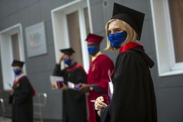 Физкультура на свежем воздухе и маски в аудиториях: Какой станет учеба в вузах с 1 сентября