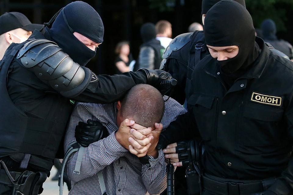 Жесткое задержание в центре Минска. Фото: Наталия Федосенко/ТАСС
