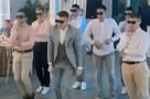 «Он сильно отличался от тех, что были раньше»: танец жениха с друзьями из Красноярска набрал миллионы просмотров по всему миру