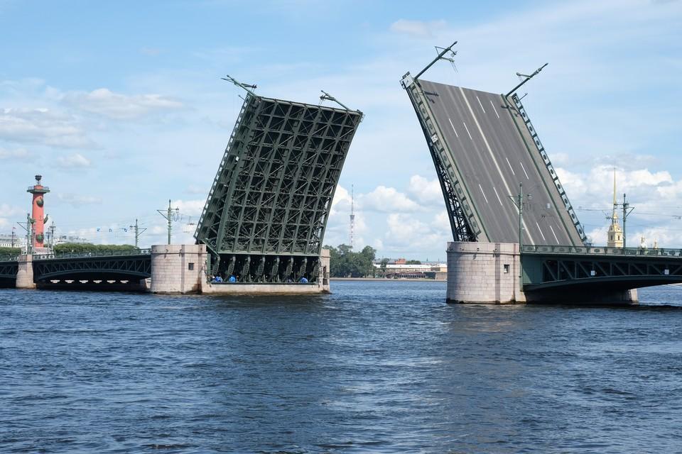 Дворцовый мост разведут под песни Цоя.