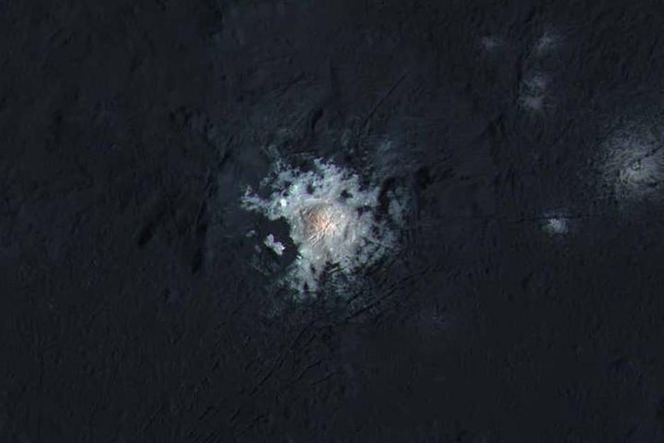 Свет исходил из кратера Оккатор.