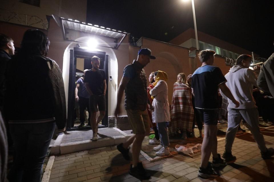 Граждан продолжают отпускать домой. Уже освобождено более 2 000. Сейчас освобождения продолжаются