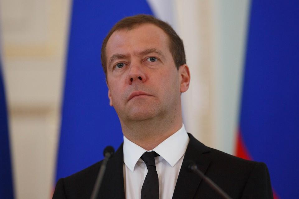 Общий доход за 2019 год экс-премьера Дмитрия Медведева составил 11,05 миллиона рублей.