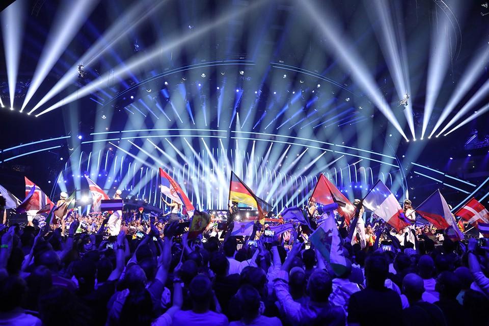 Этот шаг напрашивался давно. Одна из самых поющих и прогрессивных в индустрии музыки страна (США) не участвует в крупнейшем конкурсе песни и пляски («Евровидении») — разве не странно?