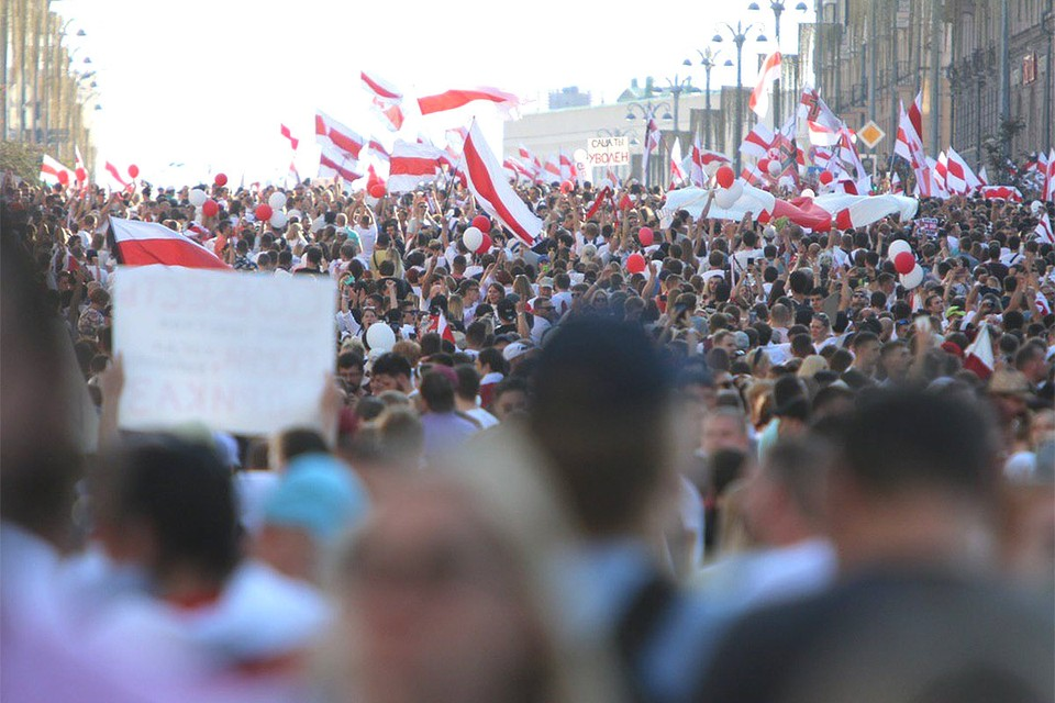 Воскресенье ознаменовалось небывалыми по численности митингами оппозиции в крупнейших городах Белоруссии.