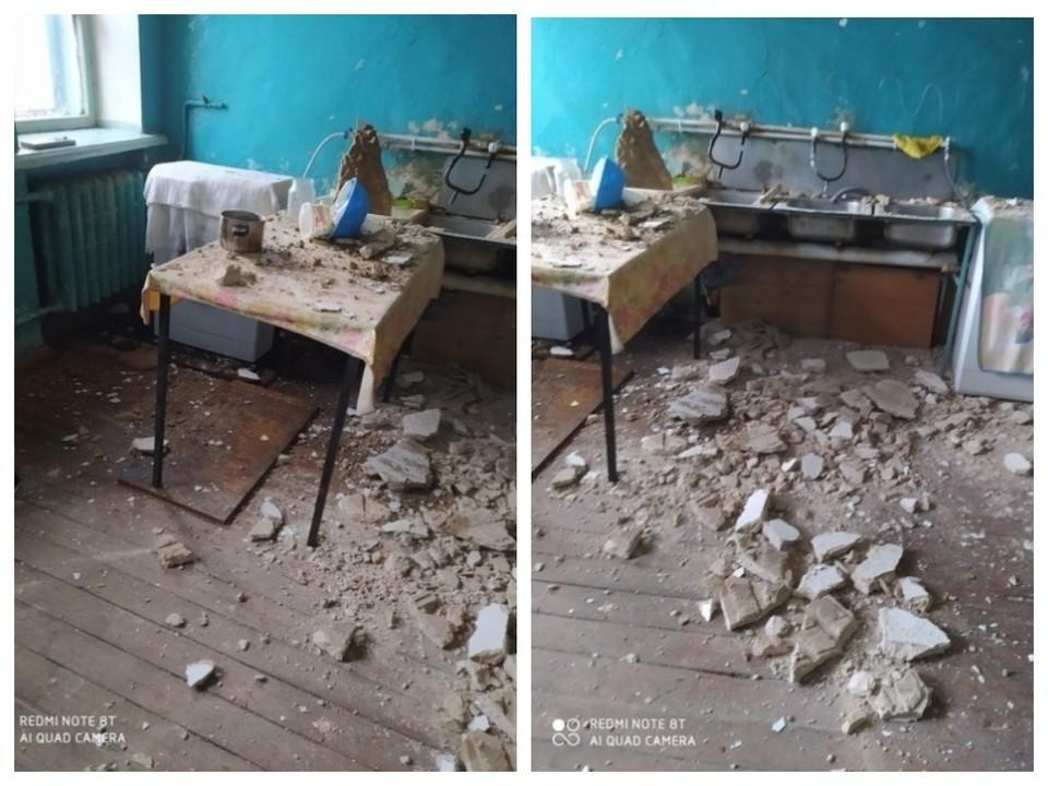 """Огромные куски бетона упали на стиральную машинку и мойку. Фото: сообщество """"ЧП ДТП Златоуст""""."""