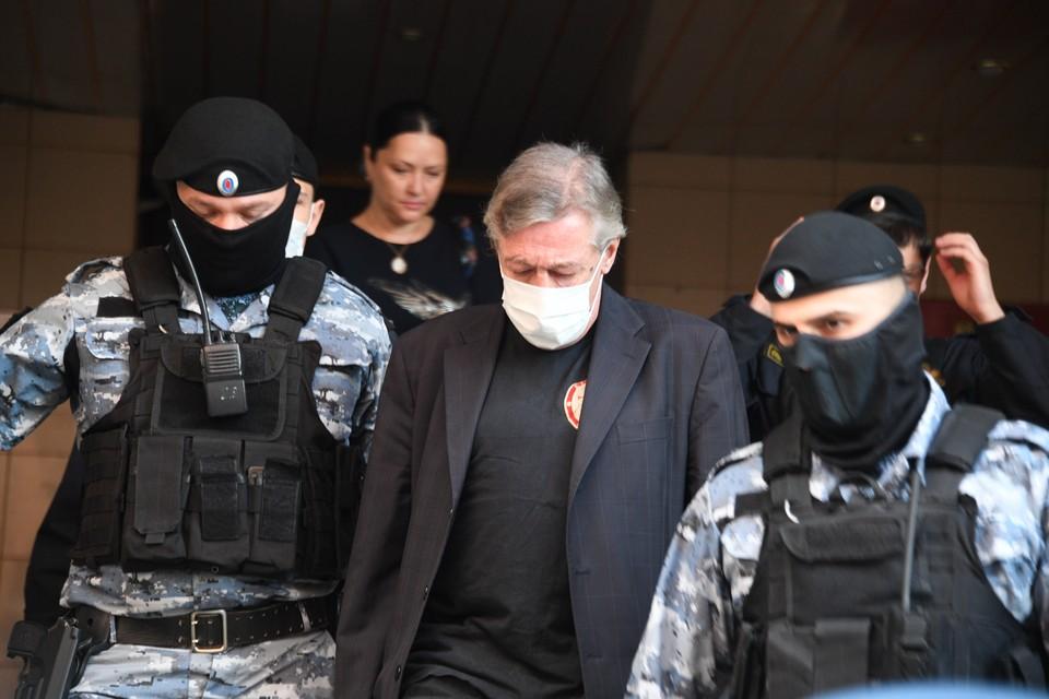В суде проходят заседания по делу Михаила Ефремова