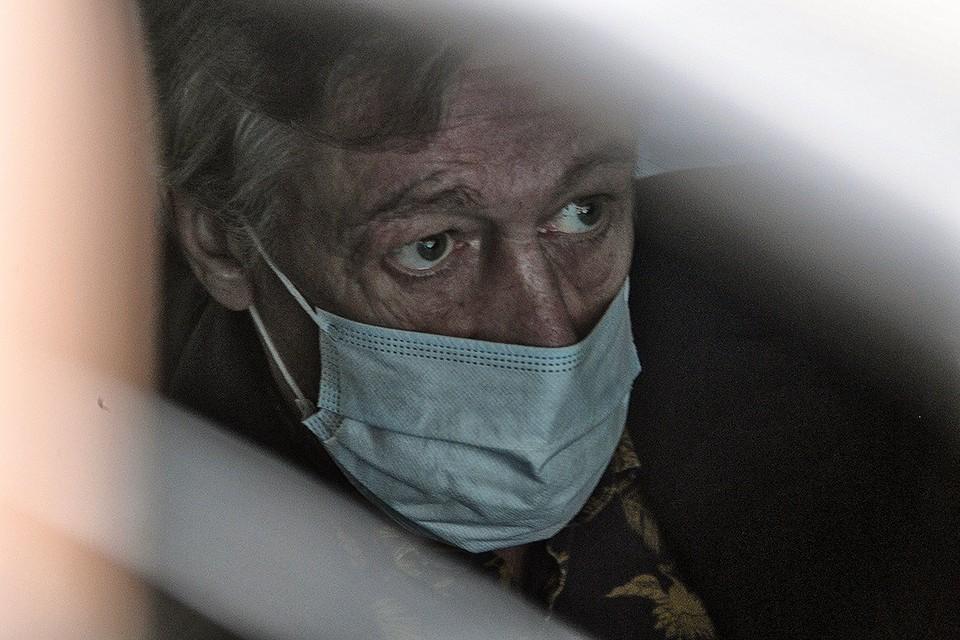 Актер Михаил Ефремов после эвакуации из суда 19 августа.