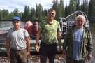 Два туриста шли по тайге три дня, чтобы спасти оставшихся у сломанной лодки людей