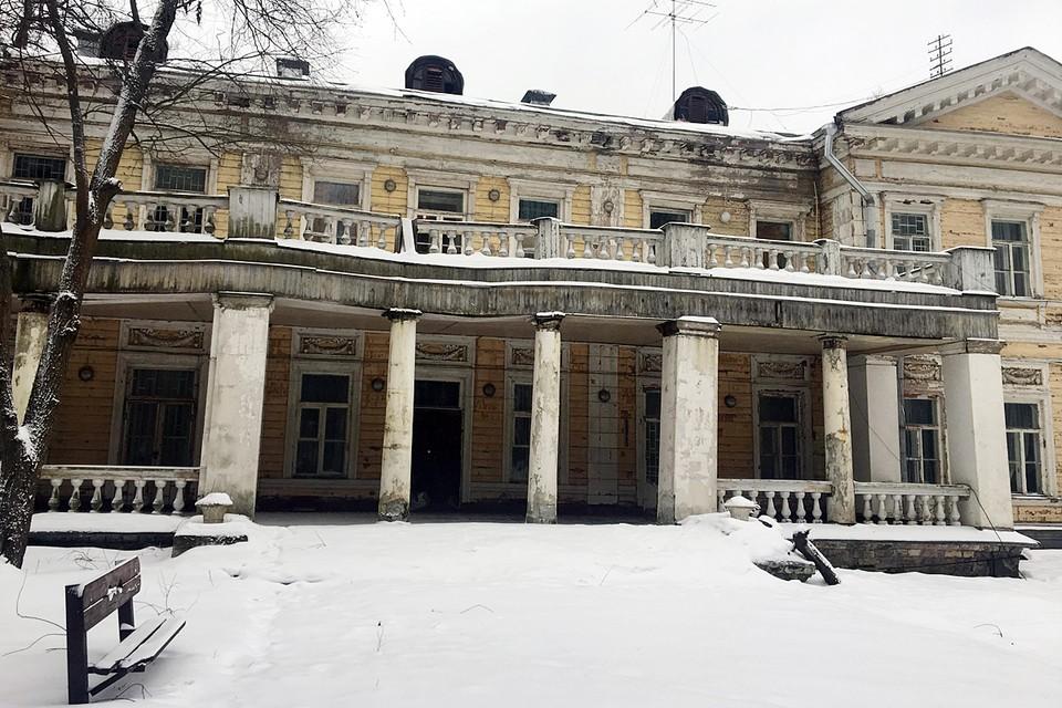 """Усадьба """"Узкое"""" не реставрировалась с 1917 года и выглядит, как избушка «Ниф-Нифа»: дунь и развалится"""