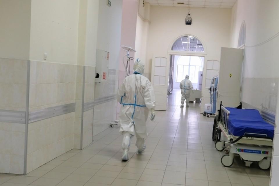 В волгоградские больницы продолжают поступать все новые и новые пациенты с COVID-19.