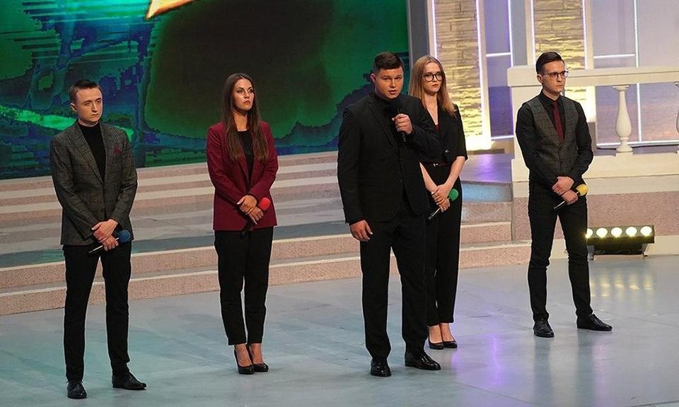 Белорусы на сцене выглядели очень серьезными, но шутки были смешные.