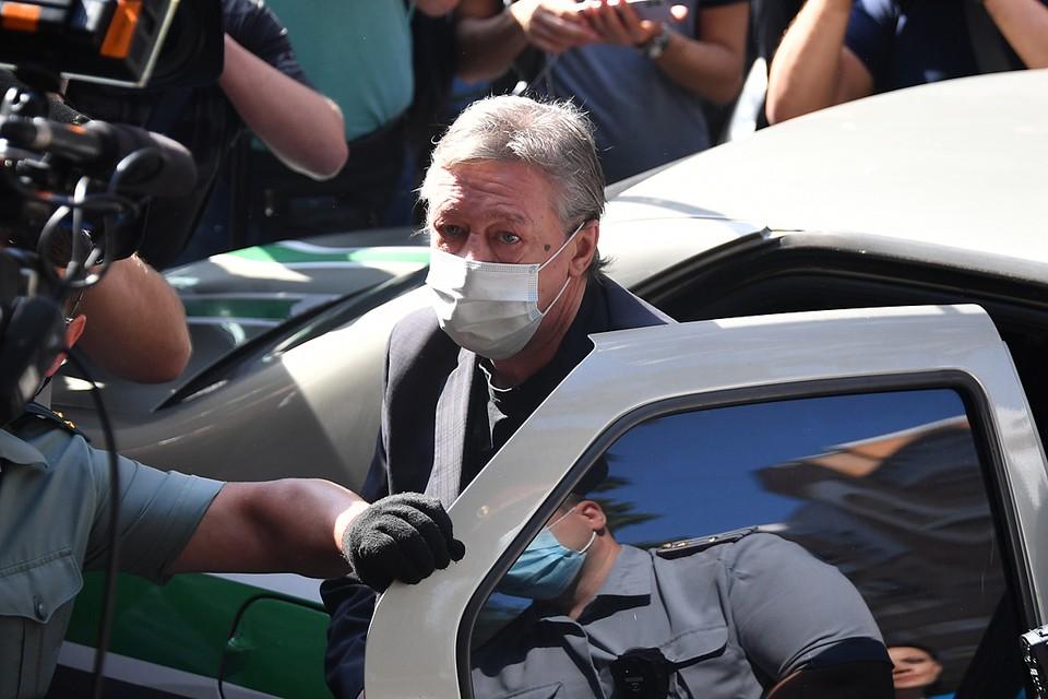 Продолжающийся судебный процесс по делу о смертельном ДТП с участием Михаила Ефремова с самого начала приобрел форму стыдного шапито