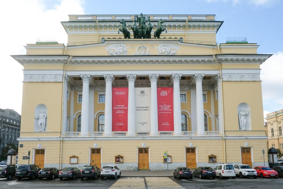 Александринский театр первым из драматических театров в Санкт-Петербурге открылся 2 сентября