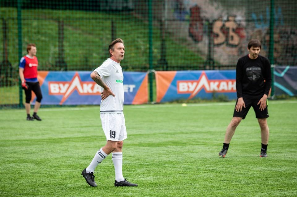 Капитан «Артиста» Алексей Яшин забил в этом матче один из голов.