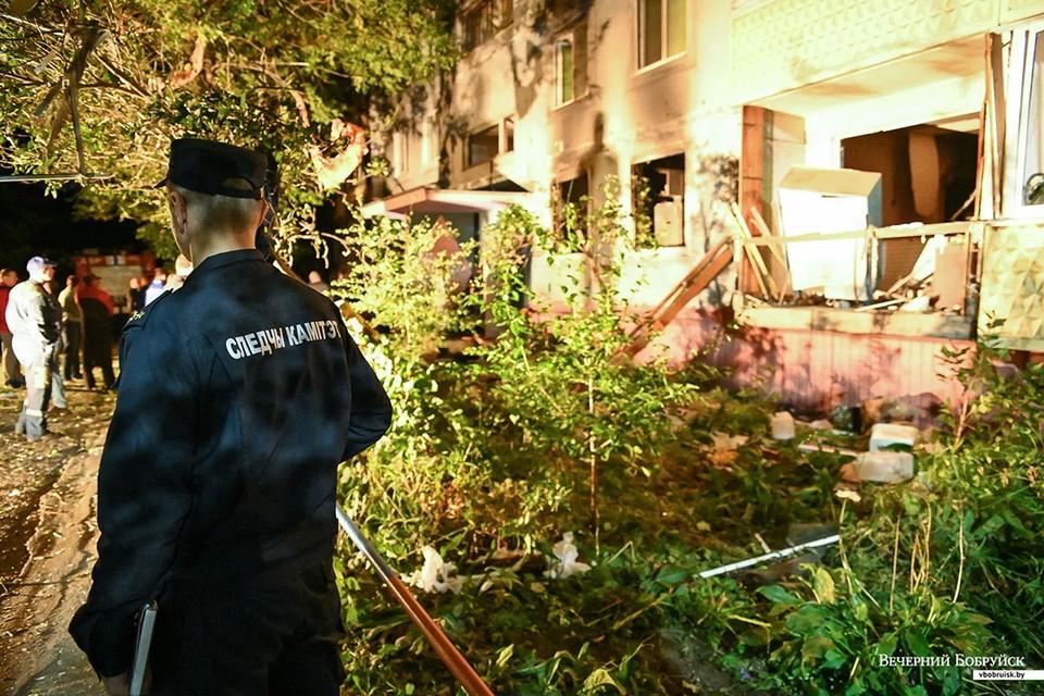 """В Бобруйске мужчина заперся в квартире и включил газ, около одиннадцати вечера произошел взрыв. Фото: Александр ЧУГУЕВ, """"Вечерний Бобруйск""""."""