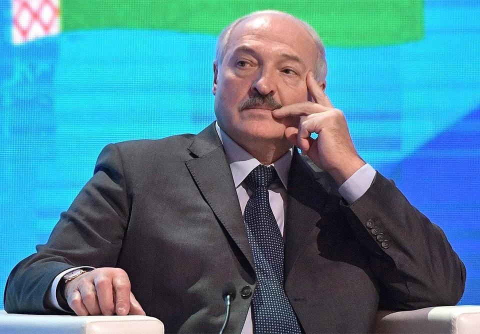 """Лукашенко заявил, что спецслужбы Белоруссии перехватили некие """"тайные переговоры Польши и Германии"""" о фальсификации отравления Алексея Навального."""