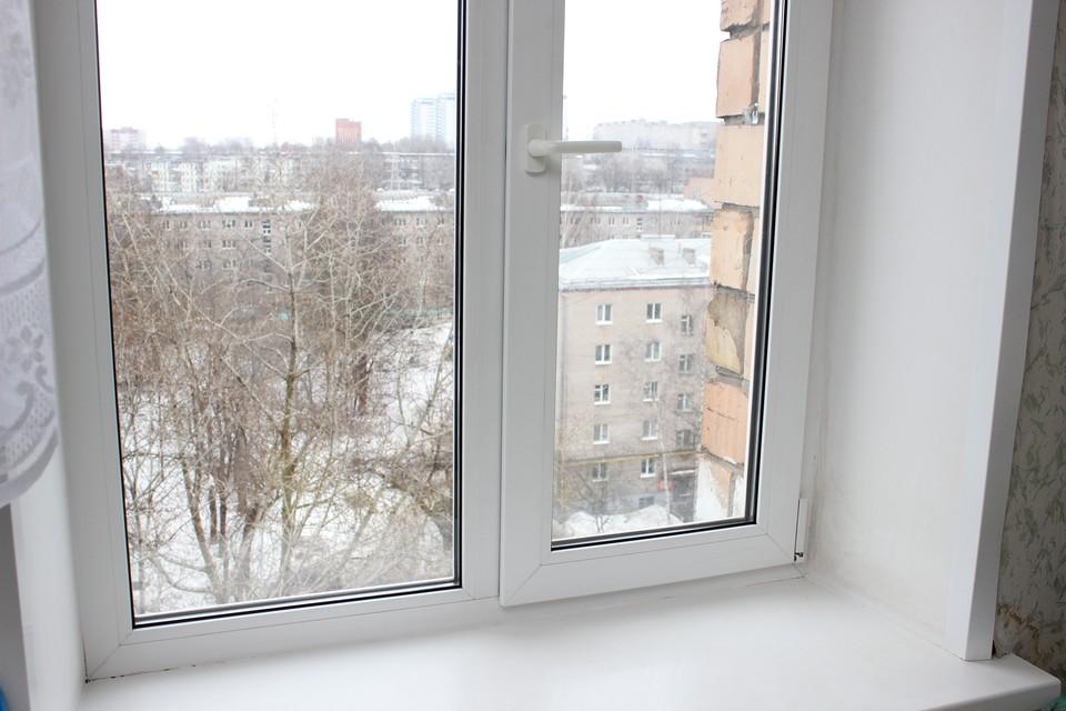 «Они умеют вводить в заблуждение»: в Ижевске задержали «оконных мошенников», от рук которых пострадали более 500 человек