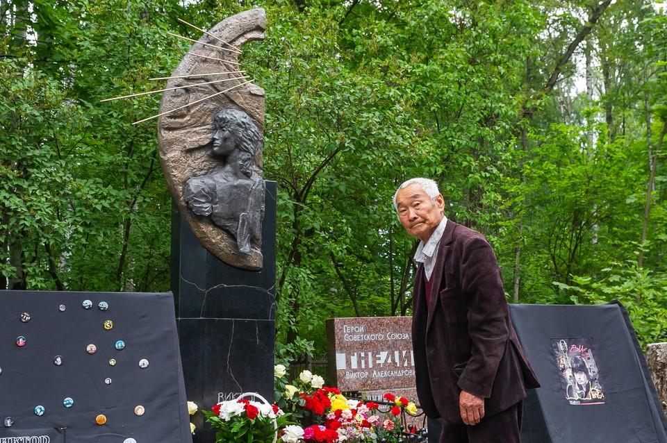 Роберт Цой, отец легендарного музыканта Виктора Цоя, не будет судиться с режиссером Алексеем Учителем из-за его нового фильма