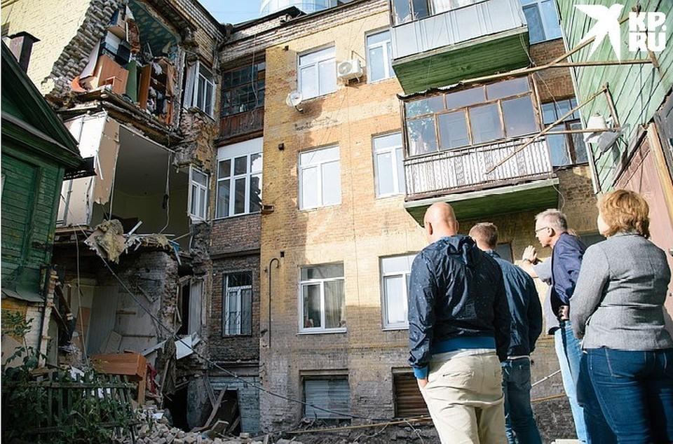 """Кирпичная стена рухнула, обнажив """"внутренности"""" трехэтажного дома"""