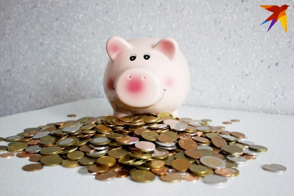 Эксперты считают, что ко вкладам сейчас следует подходить очень осторожно. Даже если открыть краткосрочный вклад, есть шанс, что девальвация обгонит прибыль.