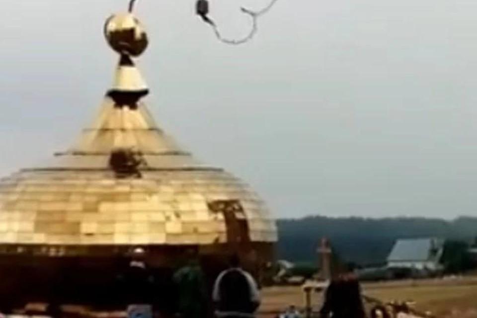 Купол рухнул с 8-метровой высоты