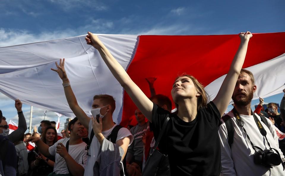 Протестующие подошли к поселку Дрозды, где находится резиденция Лукашенко