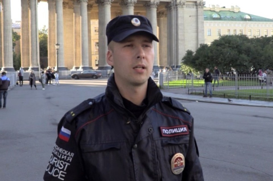 Лейтенант полиции спас девушку, которая чуть не погибла Фото: ГУ МВД по СПб и ЛО