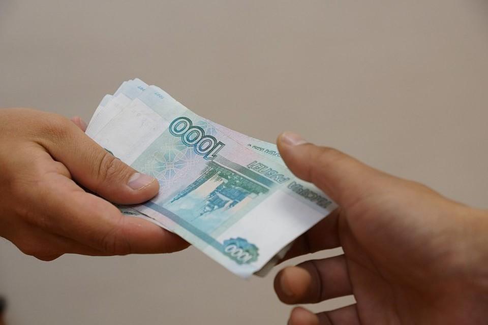 Со слов родительницы, с каждой семьи стали требовать по 10 тысяч рублей.