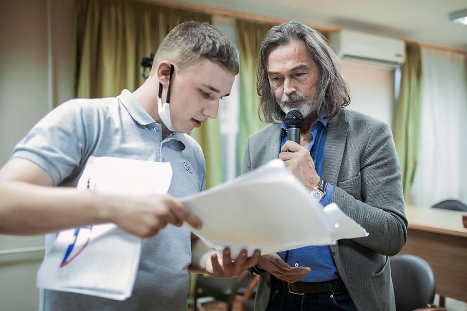 Никас Сафронов дал советы московским детям-сиротам