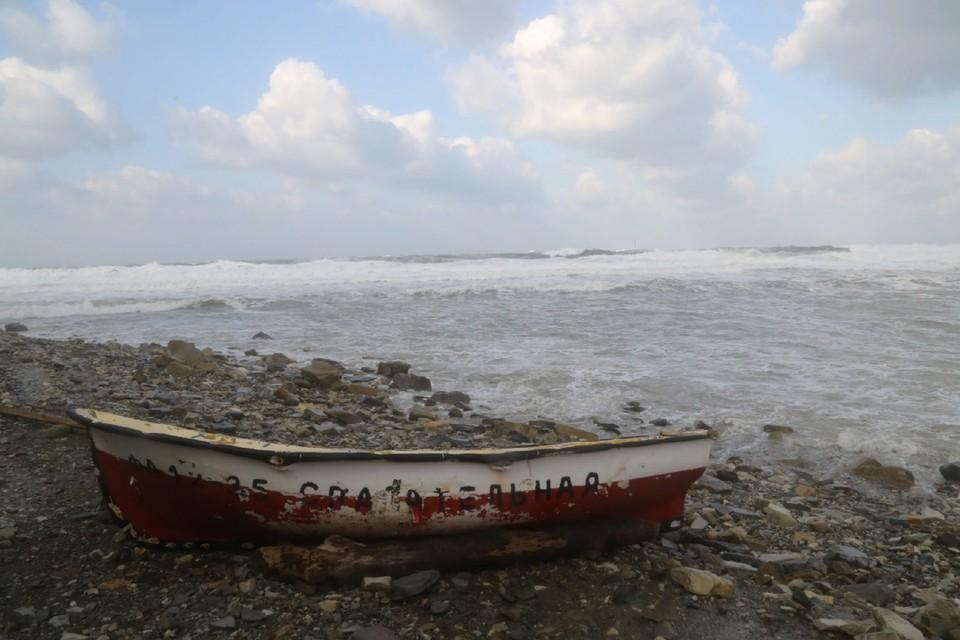 Компания сибиряков застряла на острове в шторм.