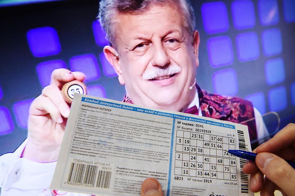 Увы, самого азартного телеведущего страны Михаила Борисова тоже сразил коронавирус. Он не смог выкарабкаться после обильного поражения легких и ушел из жизни на 72 году. Фото: Донат Сорокин/ТАСС