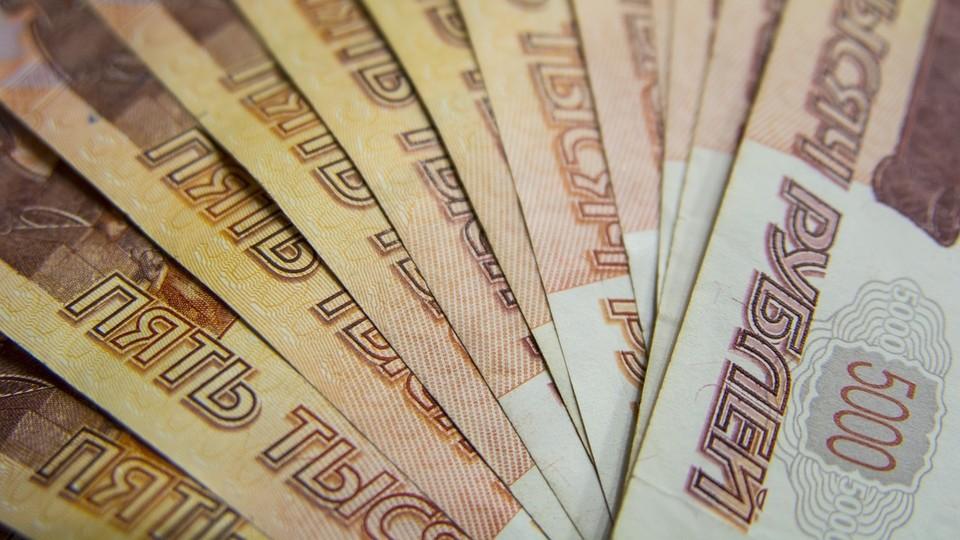 В Ноябрьске руководитель организации задолжал сотрудникам более 4,6 миллиона рублей