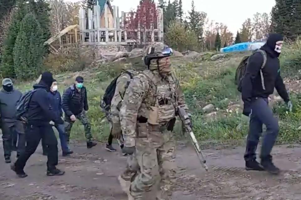 В Курагинском районе задержали Сергея Торопа (Виссариона) и его помощников. Фото: Александр СТАРОВЕРОВ / facebook.com