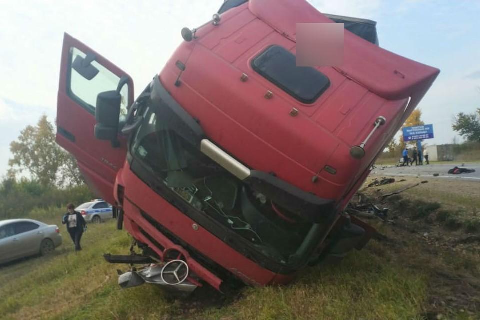 Фура столкнулась с Тойотой на трассе «Сибирь», погибли пять человек. Фото: ГУ МВД России по Иркутской области